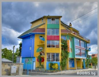 Family House Colorfull mantion, Ahtopol, снимка