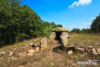 Thracian dolmen near the village of Great Dervent, Picture