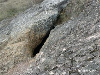 Fissure cave village of Ostra Mogila, Picture