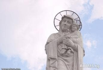 Highest in the statue of the Virgin Mary with Child, Picture