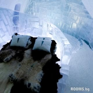 The largest hotel built of ice and snow, Picture