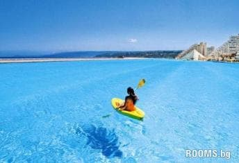 The biggest pool in the world, Picture