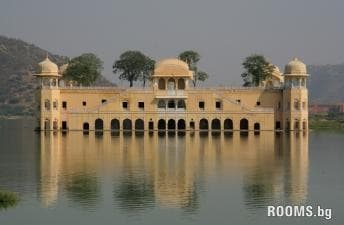 Water Palace, Picture